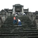 この急階段を上ると頂上です